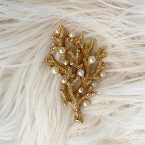 Vintage Crown Trifari Coral Reef Gold Pearl Pin